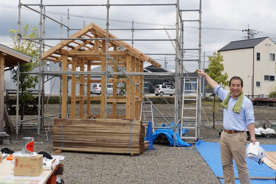 代表取締役で一級建築士でもある杉村さんが満面の笑みで紹介